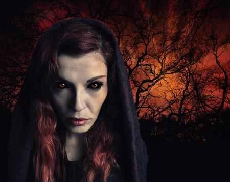 czarownica: Portret czarownica z przerażające oczy Zdjęcie Seryjne