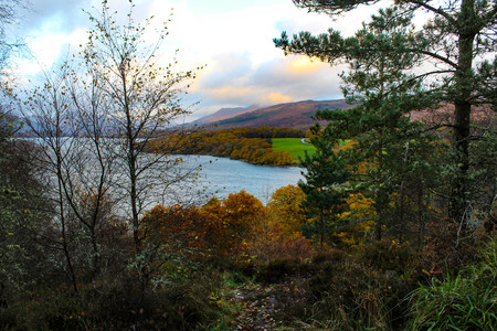 ness river: Magnificent sunset view of Loch Lomond in the Scottish Highlands during autumn.