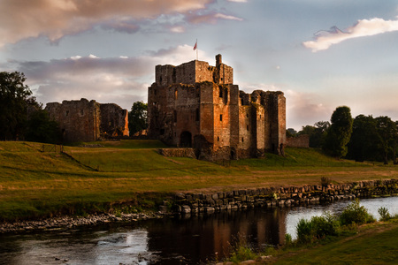Spectacular view of the ruins of Brougham Castle and stream at sunset in Cumbria, England UK. Zdjęcie Seryjne