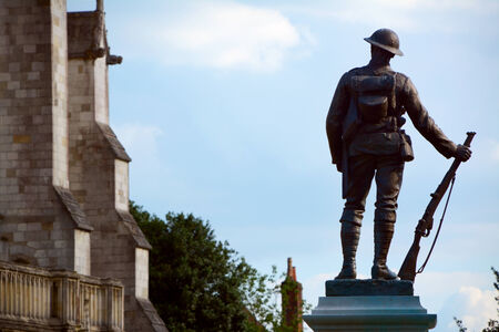 rifleman: Bronze statue of a rifleman - a memorial to the King Editorial