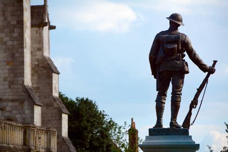 rifleman: Estatua de bronce de un fusilero - un memorial al Rey