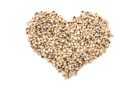 eyed: Black eyed beans in a heart shape, isolated on a white background