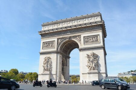 PARIS, FRANCE - SEPTEMBER 16, 2019: South facade of the Arc de Triomphe in Place Charles de Gaulle, Paris on September 16, 2019. The triumphal arch commemorates the dead from the French Revolution and Napoleonic Wars. 新聞圖片