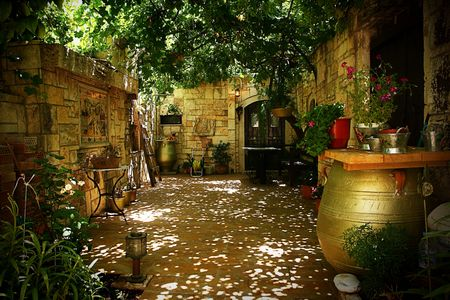 shady patio yard Stock Photo - 5752826