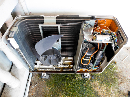 Inside condenser unit for air conditioning