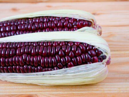 Purple corn or purple maize on wooden Stockfoto