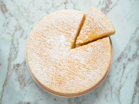 Homemade yogurt cake with icing sugar. Stockfoto