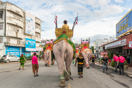 lamphun: Lamphun: Performances of the band students in the celebrations, Longan Thailand restore happiness to the people 2014 is organized to create love and harmony of Thailand. After the military coup. Editorial