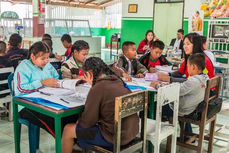 Amphoe Li Lamphon, THAILAND - januari 2015: activiteiten, leren en onderwijzen voor studenten in landelijk thailand, 27 januari 2015.