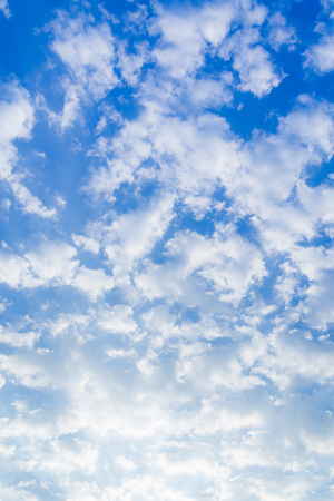 Portrait of a blue sky and white cloud in a clear summer sky to serve as a background for Text or advertising 版權商用圖片