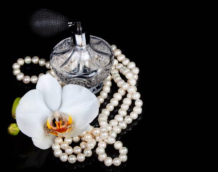 perfume woman: Luxurious perfume bottle atomizer with flower blossom