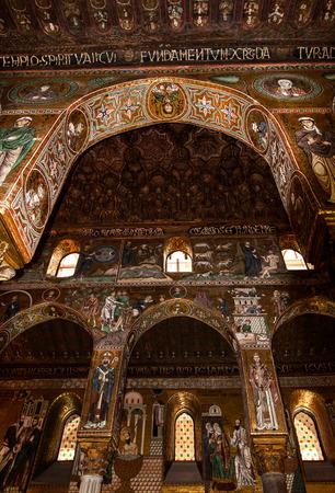 cappella: Tiro interior de la famosa Capilla Palatina en Sicilia en el Palazzo Reale de Palermo en Sicilia, Italia Editorial