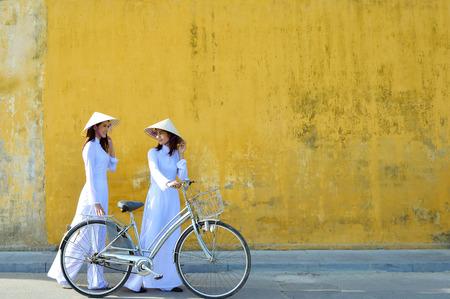 ベトナム文化の伝統的なビンテージのスタイル、ホイアン、ベトナム美人