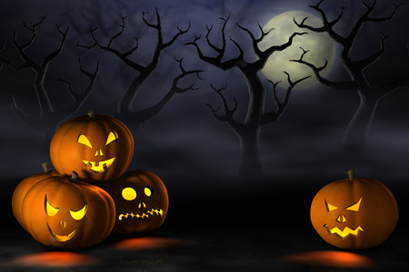 noche y luna: Calabazas aterradoras de Halloween o Jack O'Lanterns en un bosque tenebroso y brumoso bajo la luna llena en la noche.