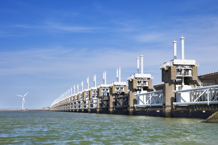 The Eastern Scheldt storm surge barrier Oosterscheldekering in the Dutch province of Zeeland. 版權商用圖片
