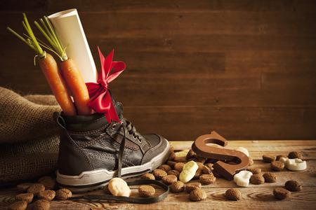 zapato: 'Schoen Zetten', una escena tradicional para las vacaciones holandés Sinterklaas '. Foto de archivo