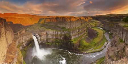 The Palouse Falls in Washington, USA, photographed in beautiful evening sunlight. Reklamní fotografie - 44944735