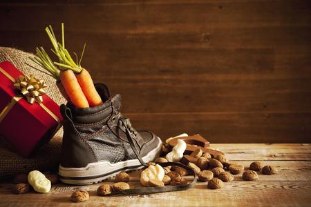 chaussure: 'Schoen zetten', une scène traditionnelle pour la fête hollandais »Sinterklaas». Banque d'images