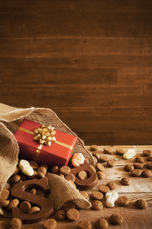 'De zak van Sinterklaas' (St. Nicholas' bag) filled with 'pepernoten', a letter of chocolate and sweets. All part of the traditional Dutch holiday 'Sinterklaas'. Stok Fotoğraf