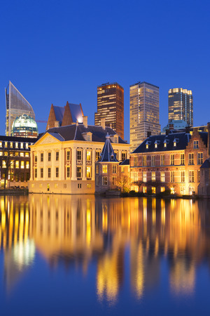 The Dutch Parliament buildings at the Binnenhof from across the Hofvijver pond in The Hague, The Netherlands at night. Reklamní fotografie - 45331383
