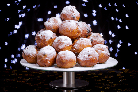 'Oliebollen', traditional Dutch pastry for New Year's Eve. Reklamní fotografie - 46047978