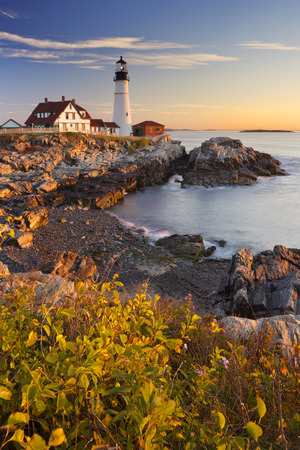 The Portland Head Lighthouse in Cape Elizabeth, Maine, USA. Photographed at sunrise. Banco de Imagens