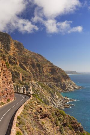 De Chapman's Peak Drive op het Kaapse schiereiland in de buurt van Kaapstad in Zuid-Afrika op een heldere en zonnige middag. Stockfoto
