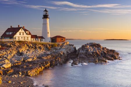 The Portland Head Lighthouse in Cape Elizabeth, Maine, USA. Photographed at sunrise. Standard-Bild