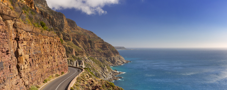 The Chapman's Peak Drive on the Cape Peninsula near Cape Town in South Africa on a bright and sunny afternoon. 免版税图像