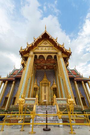bangkok temple: wat phra kaeo bangkok temple thailand