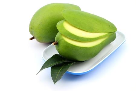 raw green mango on white background 版權商用圖片