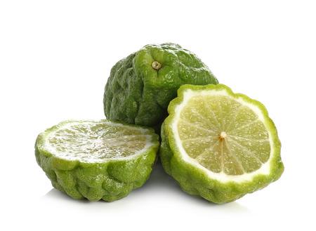 sanguisuga: Citrus hystrix, Bergamotto, Kaffir calce, Leech calce isolato su sfondo bianco. Archivio Fotografico