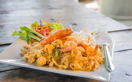 poor light: Thailand shrimp vermicelli fried shrimp, a big focus. Place on the wooden floor behind poor light.