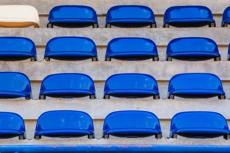 grandstand: Hilera de sillas de Tribuna en el estadio