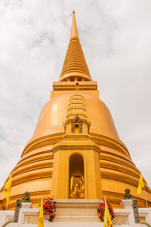 wat bowon: Golden pagoda at Wat Bowon Niwet in Bangkok ,Thailand