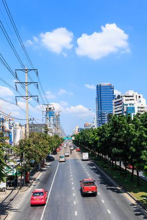 thanon: BANGKOK, THAILAND - NOVEMBER 15: Many vehicles move along Thanon Ratchadaphisek near Esplanade Ratchadapisek Shopping mall , November 15, 2014, Bangkok, Thailand. It is third in international visitors MasterCard Global Destination Cities Index.