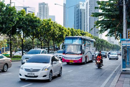 thanon: BANGKOK, THAILAND - NOVEMBER 14: Vehicles move along Thanon Ratchadaphisek near Esplanade Ratchadapisek Shopping mall, November 14, 2014, Bangkok, Thailand. Thanon Ratchadaphisek is famous about night life entertainment. Editorial