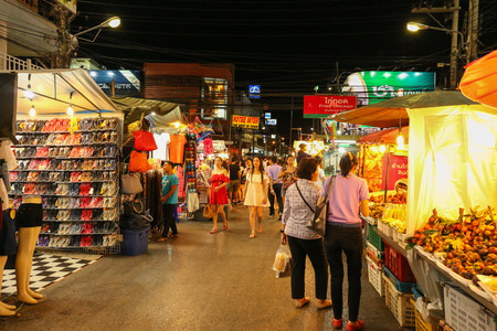 hua hin: HUA HIN - MAY 25: Hua Hin Night Market famous place for a seafood dinner and buy Souvenir. during night time on May  25, 2015 in Hua hin, Thailand. Editorial