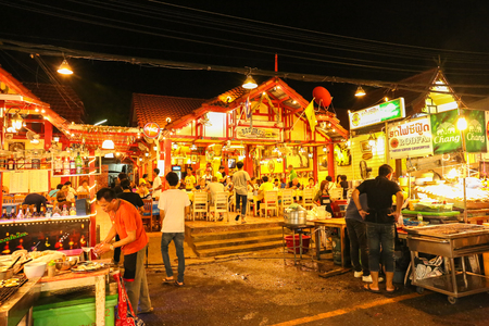 HUA HIN - MAY 25: Hua Hin Night Market famous place for a seafood dinner and buy Souvenir. during night time on May  25, 2015 in Hua hin, Thailand.