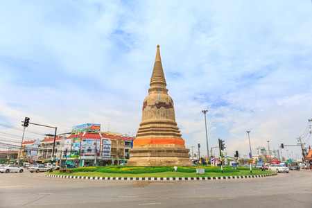 thailander: AYUTTHAYA, THAILAND - JULY 29: The traffic road in street at the city of Ayutthaya Historical Park at Ayutthaya, Thailand on July 29, 2015 Editorial