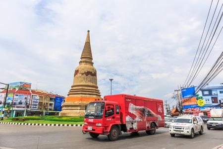 thailander: AYUTTHAYA, THAILAND - JULY 29: The truck and car in street at the city of Ayutthaya Historical Park at Ayutthaya, Thailand on July 29, 2015