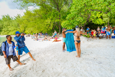 tahitian: PAPEETE, FRENCH POLYNESIA - NOVEMBER 2, 2016 : Tahitian instructor demonstrate  various design to use scarf to tourists on the beautiful beach, Moorae Island at Tahiti PAPEETE, FRENCH POLYNESIA Editorial