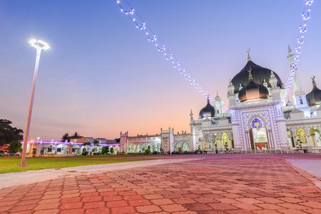 KEDAH, MALAYSIA - 23. JULI 2017: Zahir-Moschee bei Alor Setar, Kedah, Malaysia. Der Baustil ist eine Mischung aus traditionellem Malaiisch und indisch-mongolischem Einfluss Standard-Bild - 82744145