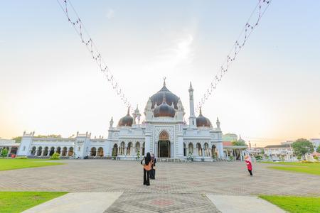 KEDAH, MALAYSIA - 23. Juli 2016: Zahir Moschee bei Alor Setar, Kedah, Malaysia. Der Architekturstil ist traditionelles Malaiisch mit indisch-mongolischem Einfluss Standard-Bild - 83004148