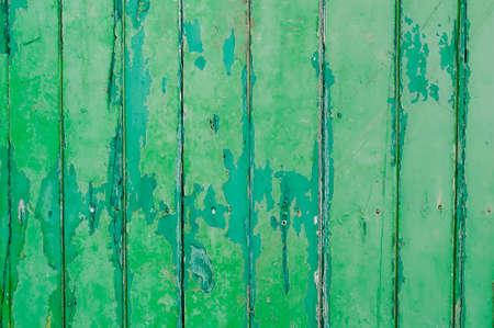 peeling paint: Peeling vernice parete in legno verde Archivio Fotografico