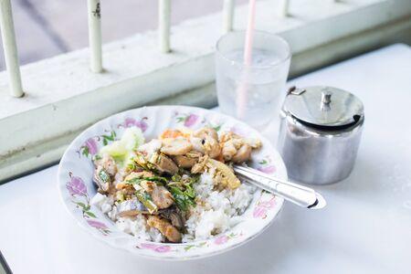 plato de comida: pescado al curry con arroz Foto de archivo