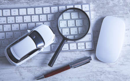 keyboard magnifier buy car online Banco de Imagens - 151076104