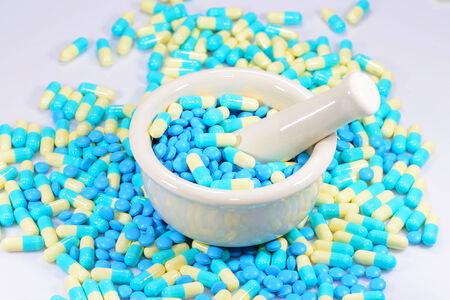morter: Mortaio e pestelli con pillole capsule