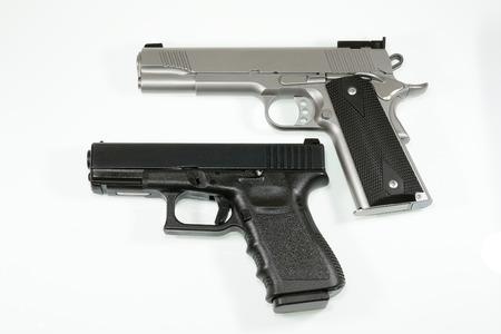 Pistola su sfondo bianco Archivio Fotografico - 31274668