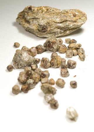 garnets: picture of raw czech garnets stones